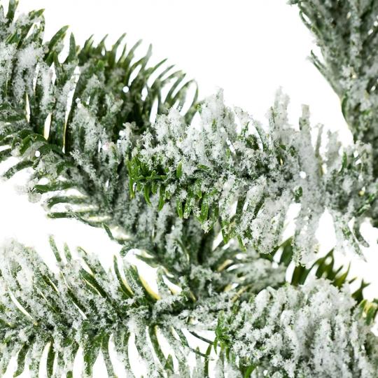 Еловая ветка в снегу (016NT)